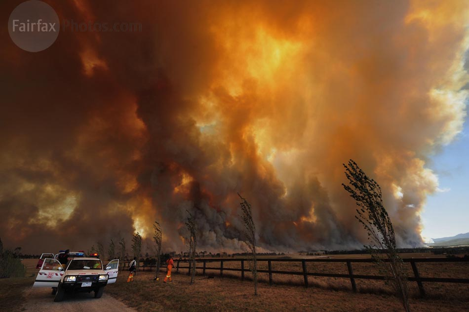 Bushfire rages out of control from the Bunyip State Park towards the townships of Labortouche and Tonimbuk. Photo by Jason South for THE AGE 7th February 2009
