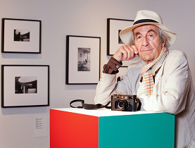 Acclaimed photographer René Burri to receive the Swiss Press Photo Lifetime Achievement Award. - swissinfo